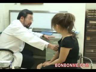 Gravida tonårs vara körd av doktorn till göra abortion 03