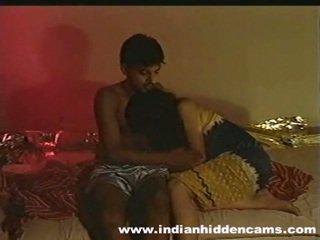 I martuar indiane pair në kushte shtëpie duke e bërë dashuria privacy invaded nga hiddencam