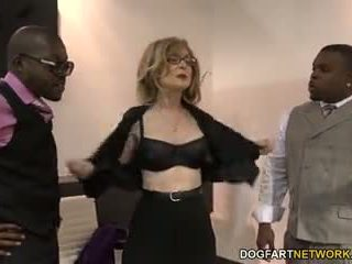 Nina hartley fucks juodas guys už votes