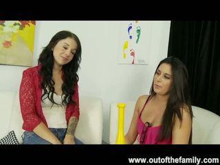 Nikki daniels gets asks të saj nënë për një marrjenëgojë lesson