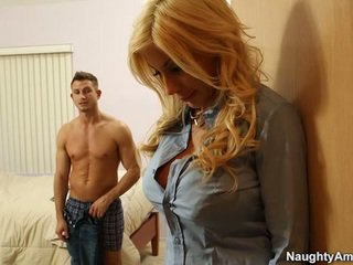 Голям titted блондинки puma swede finds комфорт в companion boyfriends meat пръчка