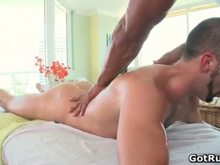 Muscular bald hunk масаж dude след това