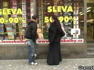 Mollig bücherwurm zicke gets pounded von ein stranger