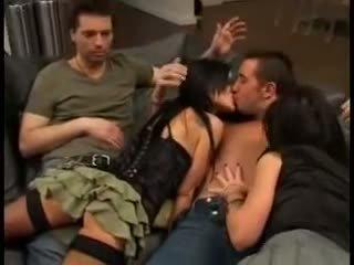 Elizabeth lawrence em estrela porno sexo a três