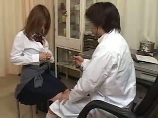 Nadržané doktor prstovanie chlpaté pička