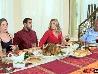 媽媽 bang 青少年 - 調皮 家庭 thanksgiving <span class=duration>- 10 min</span>
