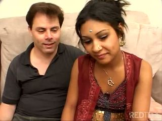 Ντροπαλός/ή λίγο ινδικό κορίτσι πατήσαμε καλά