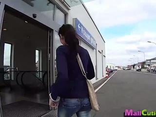 Mallcuties - amatöör tüdruk sucks a stranger sisse a pood.