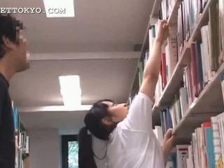 Gira asiática jovem grávida gaja teased em o escola