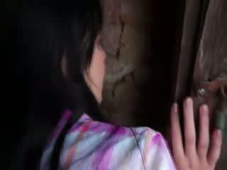 Innocent نموذج gets شاق قرع في قديم cellar