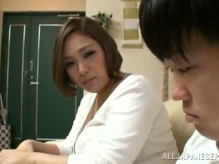 Reiko yumeno pleases малко мъж почти а wonderful с цици