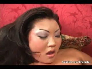 Sucio asiática puta chupar y paseo anally un gorda negra rabo