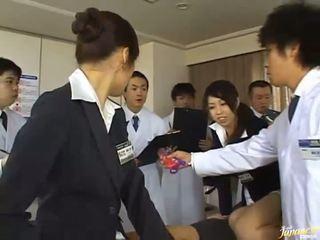 Diese japanisch mädchen geben ihre asses für fick