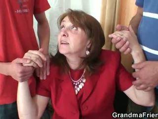 Nerātnas vecmāmiņa takes two rods