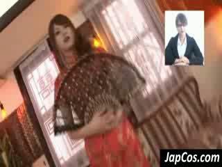 Szczupłe azjatyckie geisha gets teased