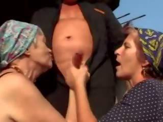 Oma pervers: mugt daşda porno video 14