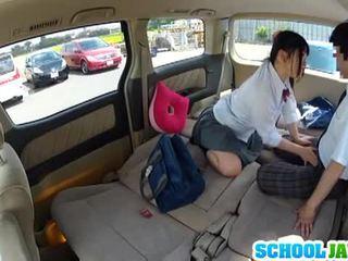 Japānieši skolniece banged uz a parking daļa