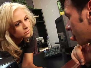 Sexy pirang bos ngisep huge jago in her kantor