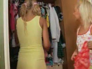 Two latvialainen blondes anaali kolmikko kova