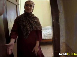 Miskin arab gadis desperate untuk uang tunai sucks dan fucks