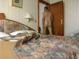युवा गर्ल loses उसकी एनल virginity द्वारा बल वीडियो