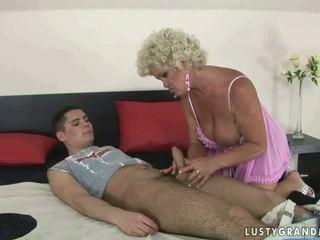 Chłopak fucks cycate babcia