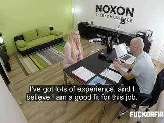 pisarna, intervju, doggy-style