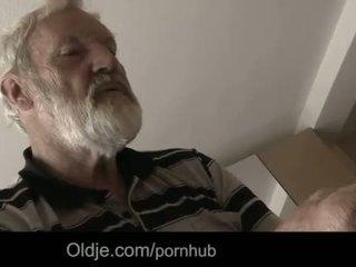 """Bearded dziadek sperma w tinaãâ²ãâ'ã¢â""""â¢s młody usta"""