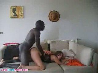 फ्रेंच वाइफ साथ उसकी आफ्रिकन immigrant lover बोए