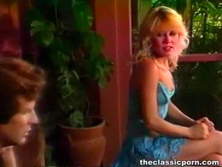 Charming retro cô gái tóc vàng nóng cưỡi