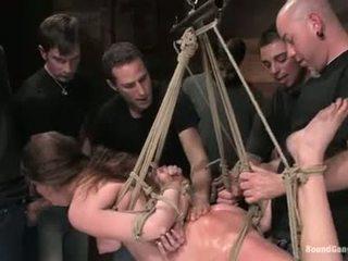 Princese donna jāšanās whilst hanging par the rope