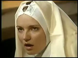 レズビアン 修道女 fists 彼女の sister 衣装