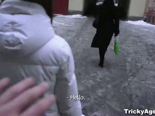 Tricky agent: сладурана тийн подмамени от an agent