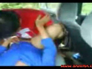 Idonesisk painful faen i en bil