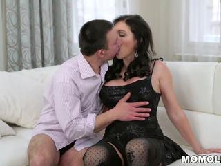Vollbusig oma und sie younger lover, kostenlos porno f2