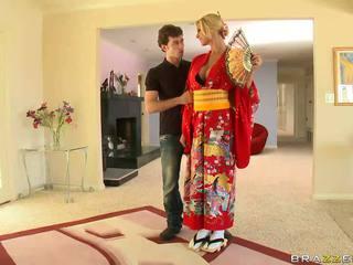 Cô gái tóc vàng geisha breaking với customs