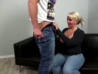 แก่แล้ว curvy แม่ fucks หนุ่ม ไม่ เธอ บุตรชาย: ฟรี โป๊ 92