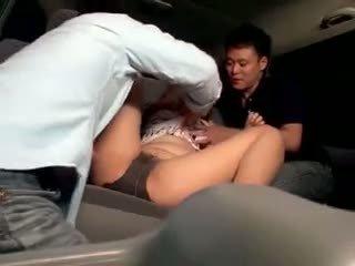 Innocent scolarita gangbanged în o masina
