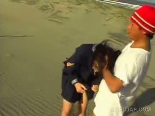 Aasialaiset söpö koulu vauva gets sexually hyväksikäytettyjen at the ranta