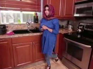 Arab 브루 넷의 사람 비탄 ada gets filled