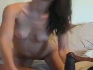 Vékony bevállalós anyuka vs hatalmas fekete fasz videó