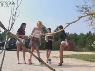 Piss 4 dekleta v a lulanje tekmovanje