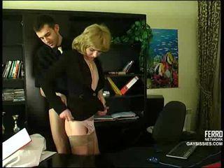 Seks me cd në zyrë