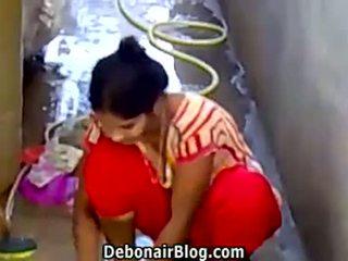 เซ็กซี่ desi ผู้หญิงสวย washing clothes แสดง ถ่มน้ำลาย ca