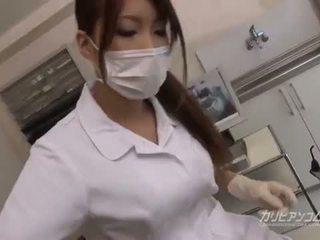 Mamalhuda médico miúda caralho com dela sortudo paciente