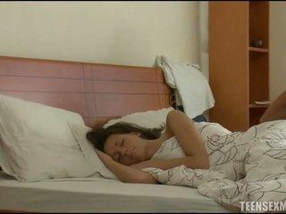 睡眠, 睡性愛, 青少年