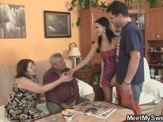 Övé gf seduced által perverz parents