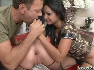 แตกใส่ปาก siffredi ให้ the two ผู้หญิงสำส่อน bow สำหรับ a finger เพศสัมพันธ์