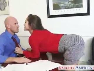 Seksi kantor babe dani daniels menunggangi kontol