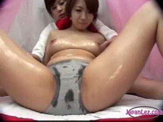 Aziýaly gyz in panty massaged with oil süýji emjekler rubbed amjagaz fing